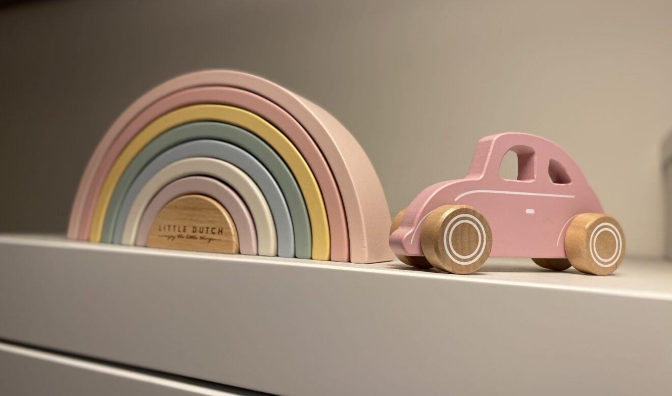 Houten babyspeelgoed Regenboog en auto Little Dutch