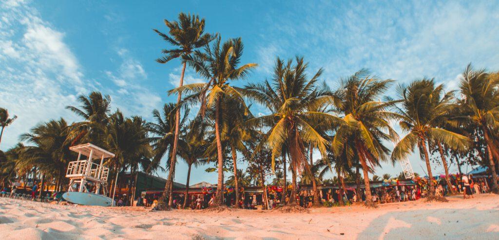 witte stranden en wuivende palmbomen