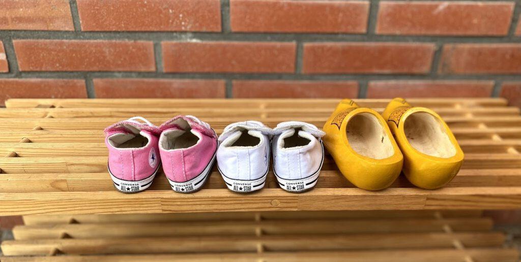 Schoentjes en klompen staan klaar voor de eerste stapjes