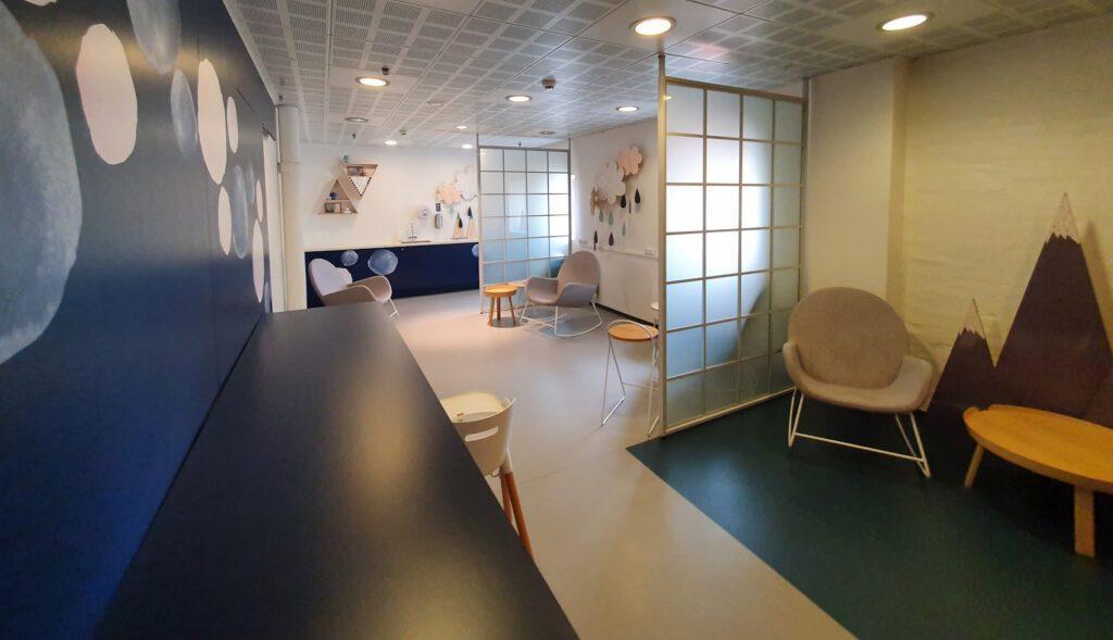 Familiekamer verschoonplek en kolfruimte in Denemarken Scandinavië. Perfect voor baby verschonen